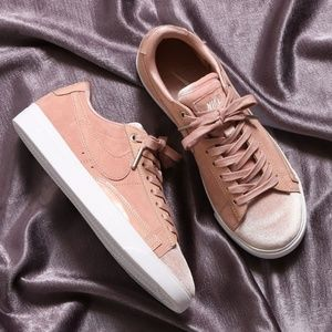 Nike Blazer Low LX Sneaker PARTICLE PINK/SILT RED